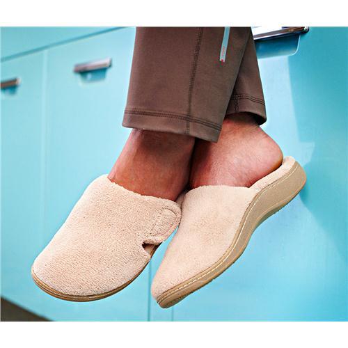 vionic-gemma-women-round-toe-canvas-slipper-on-foot.jpg