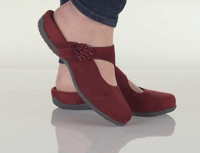 vionic-joan-orthotic-slip-on-mule-on-foot.jpg