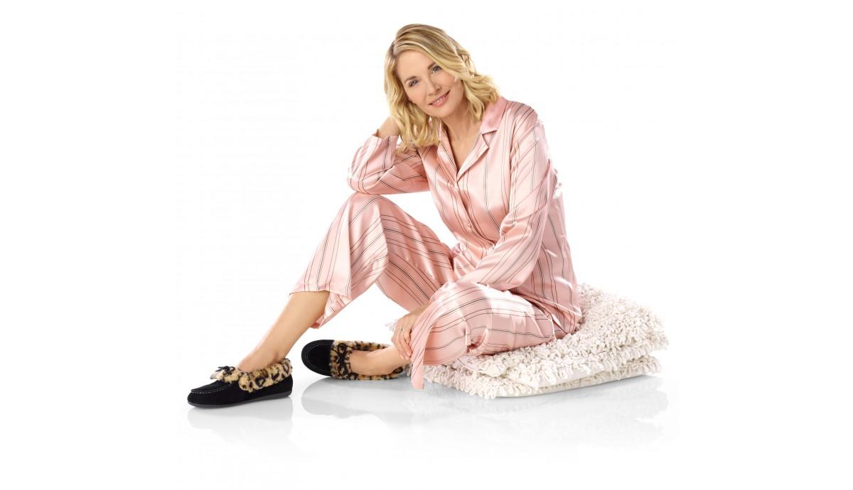 vionic-women-cozy-juniper-moccasin-slippers-v-black-on-foot.jpg